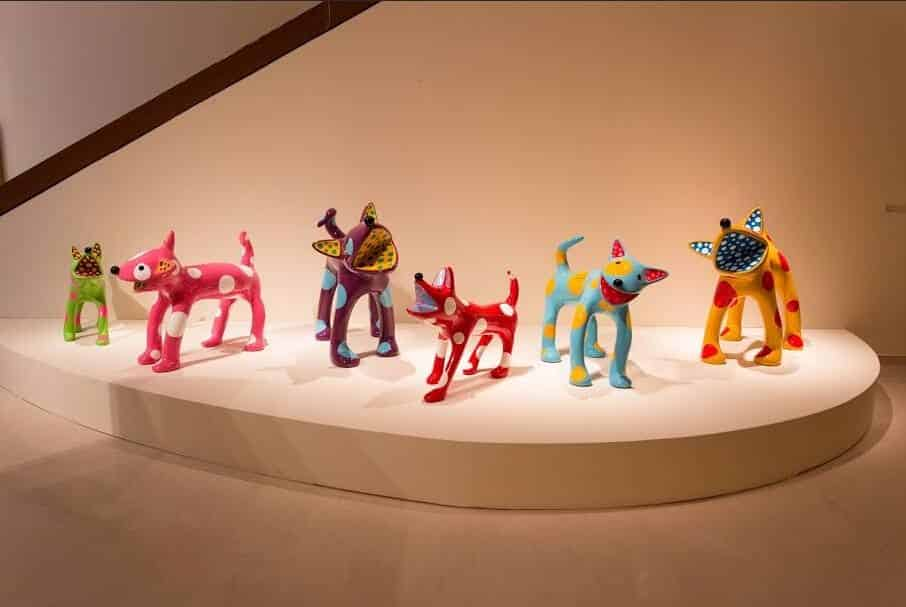【現代アート】草間彌生と8匹のカラフルな水玉犬、リンリンとトコトン他